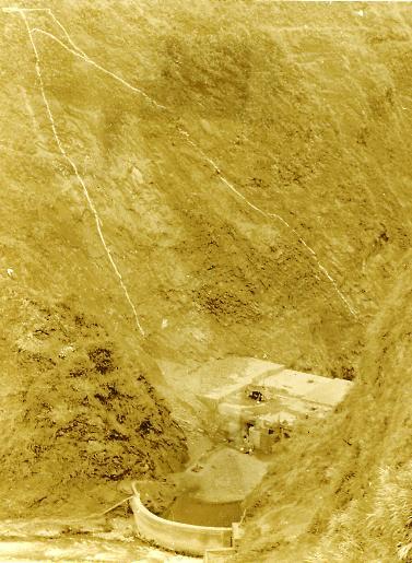 left-abutment-of-propased-dam.JPG